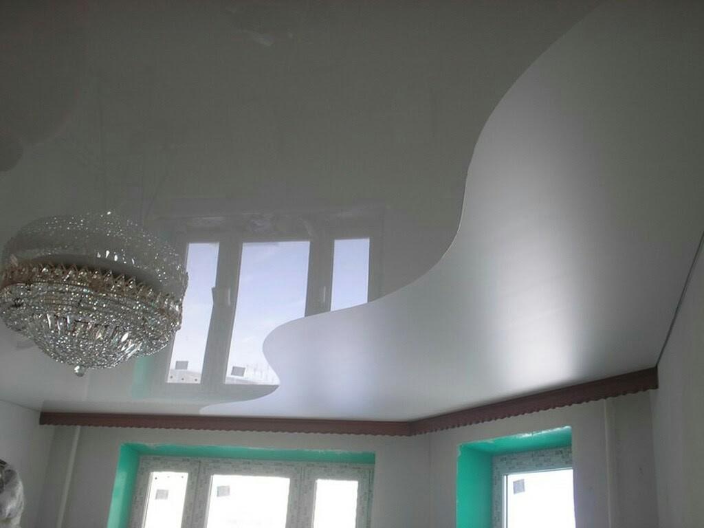 Натяжной потолок в зал двухцветный