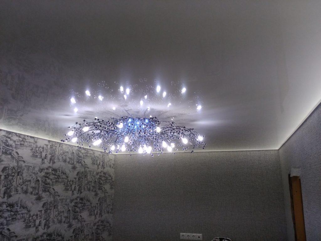 Натяжной потолок с глянцем от Город-Потолков